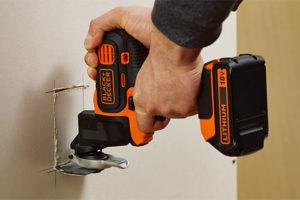 ブラックアンドデッカー-マルチツール-オシレーティングマルチツール-使用例-壁穴あけ・切り抜き