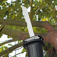 ブラックアンドデッカー-マルチツール-マルチのこぎり-使用例-木の枝切断(剪定)