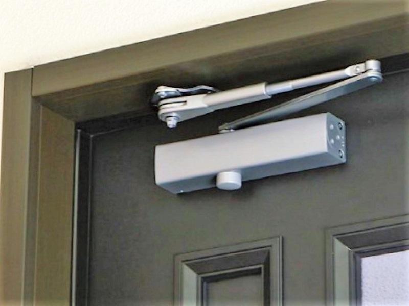 リョービ-ドアクローザー-玄関ドア-イメージ