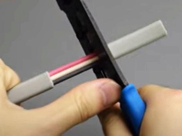 ホーザン VVFストリッパ-外装の剥き方